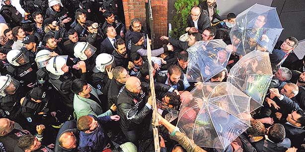 Riot police break the main entrance of the İpek Media Group headquarters in İstanbul during the raid on Wednesday. (Photo: Today's Zaman)